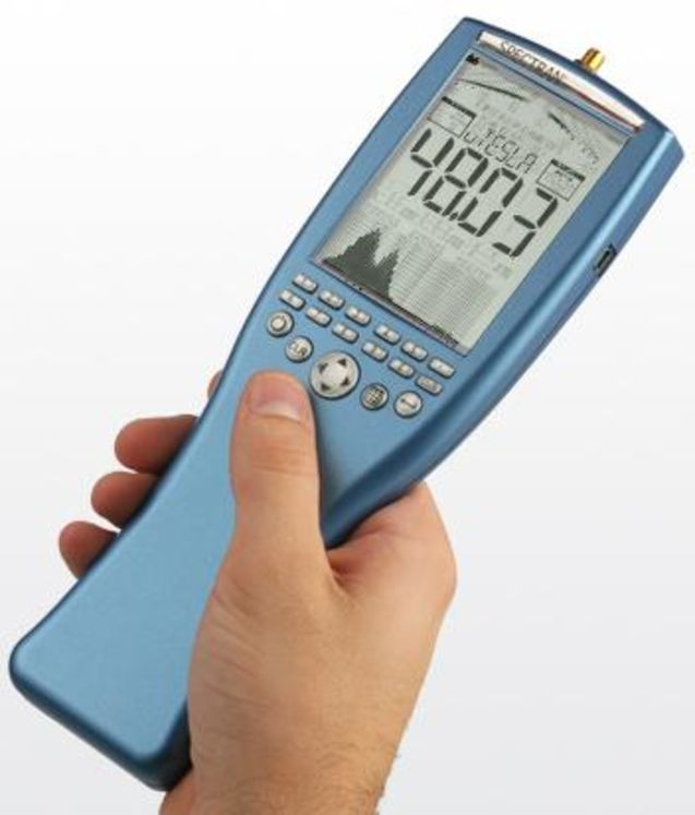 Hand-held spectrum analyzer for electromagnetic fields, 1Hz - 30MHz